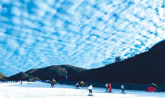 """大围山滑雪场""""开滑�? width="""