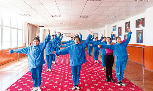 带着儿子去支教,托起藏族学生艺考梦