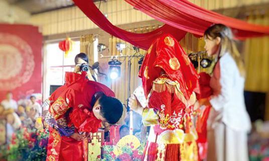 结发,合卺……中式传统婚礼正流行